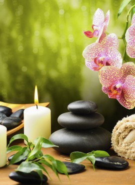 Hot_Stone_and_Aromatic_Oil_Massage_at_Day_Spa